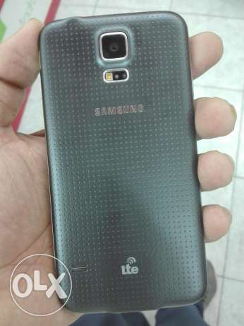galaxy s5 for sale no scratch no dent like new سترة -  8