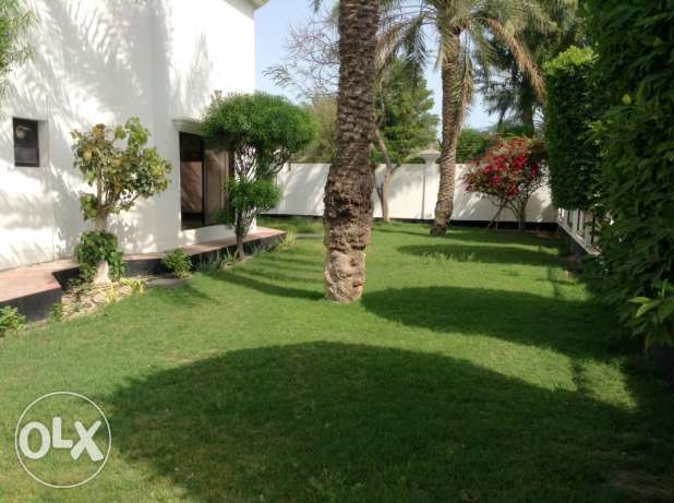 Available now in Hamala 4 bedroom semi furnished villa