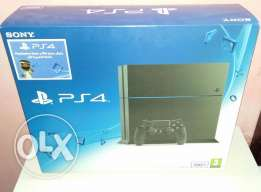 New play station 4 boxpack with warranty 1 year