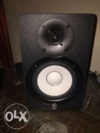 2 Yamaha HS50M speakers