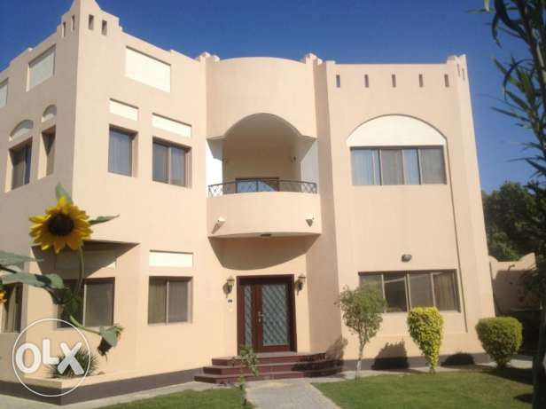 Luxurious 4 bedrooms villa semi furnished in Janabiyah