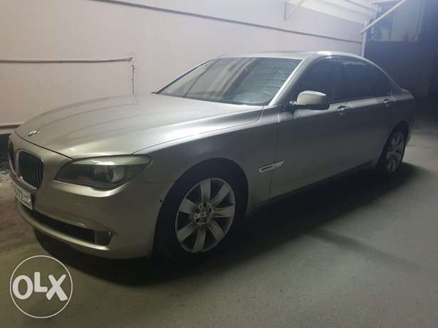 BMW 750i 2009 Dealer maintained No accidents Mileage 82000 km Newly