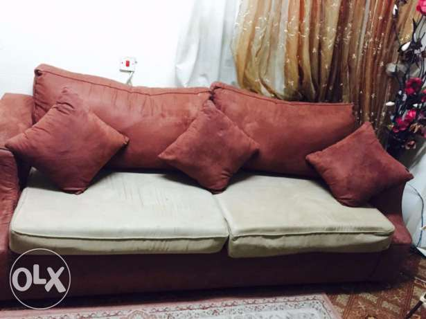 Dinning Table and Sofa Set for sale Excellent condition المنامة -  8