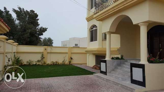 Tubli: 7+5 bedroom semi furnished huge villa for rent