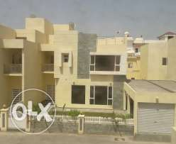 Brand new 4 Br Semi Furn Res compound villa in Janabiya BD.1300/Month