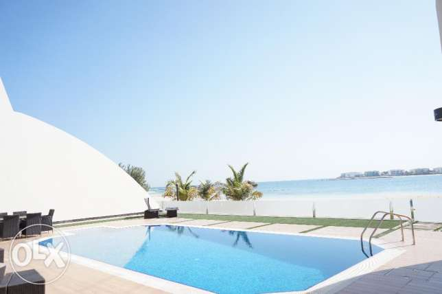 Elegantly furnished 4 BR luxury villa for sale beach side in Durrat الرفاع‎ -  2