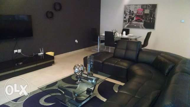 Stunning Black Leather Sofa 1 BR Fully Furnished Apartment in Amwaj