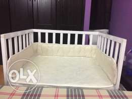 Co-sleeping baby cot with mattress in mint condition