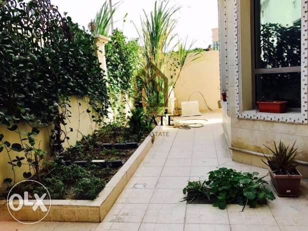 Spacious Villa 5 bedrooms for Sale in Arad.