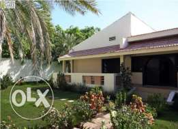 4 bedroom single storey villa with a large private garden