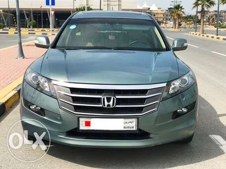 Urgent sale Honda Crosstour V6 4x4 car almost new sparingly almost new