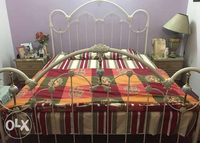 Double bed with mattress size 190x180cm