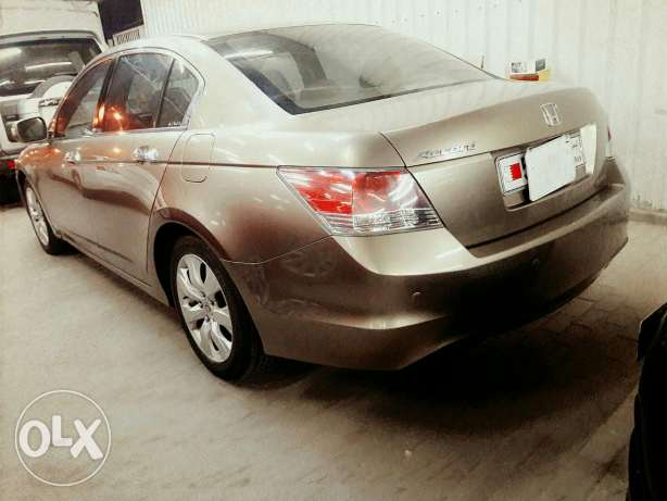 Honda Accord full option 2010 model lady driven for sale today