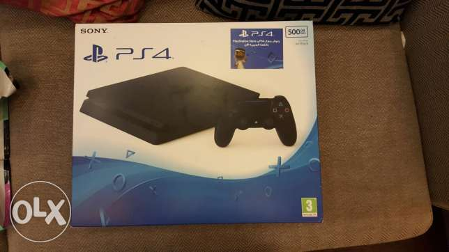 Play station 4 new