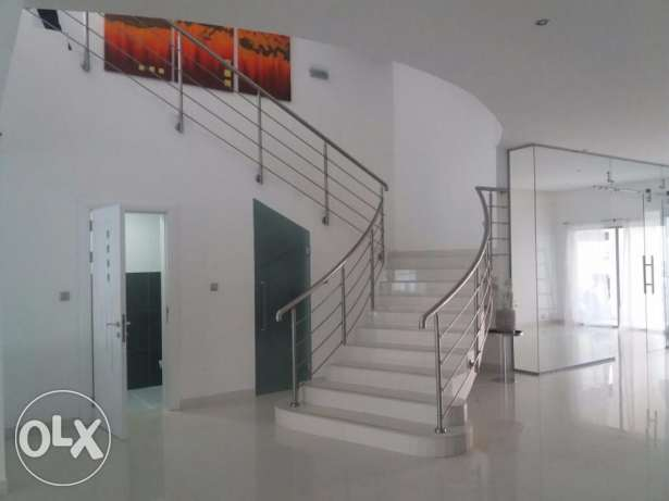 Excellent semi furnished Villa in Amwaj islands جزر امواج  -  6