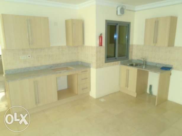 2 bedroom flat semi furnished in Mahooz