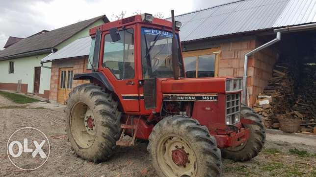 International 745XL