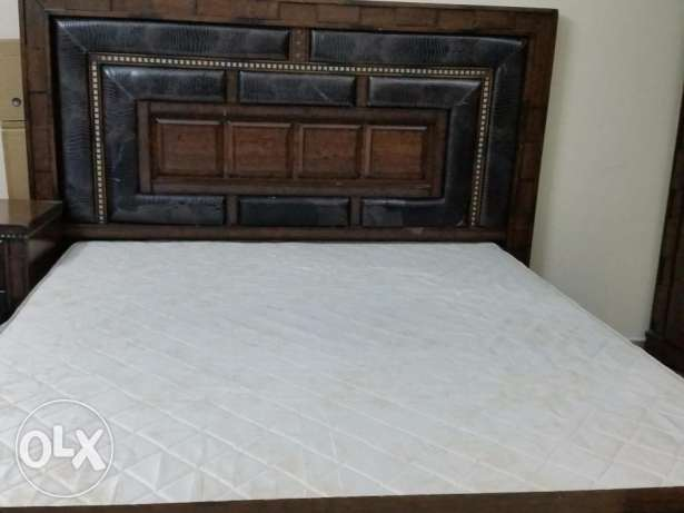 King size bed set urgent to sell