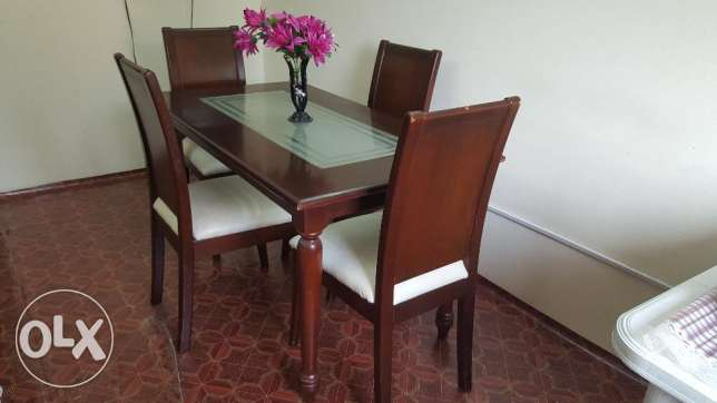 Selling dining table راس رمان -  1