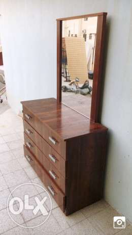 Dressing table with four shelves