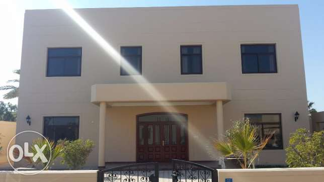 Huge Nice 4 BR Villa close Saar mall / Private villa