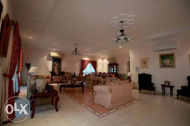Lovely 6 bedroom villa for sale at Saar