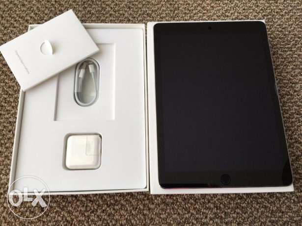 New Apple iPhone macbook Air 1 week old in box