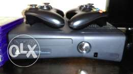 selling XBOX360 (250 GB) + 2 Wireless controllers jtag already