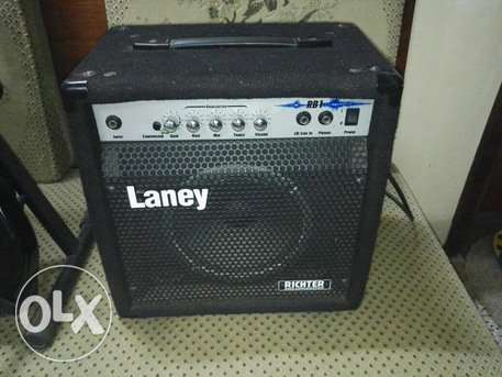 BHD 120 / Bass guitar Amplifier with hard case & stand - For Sale