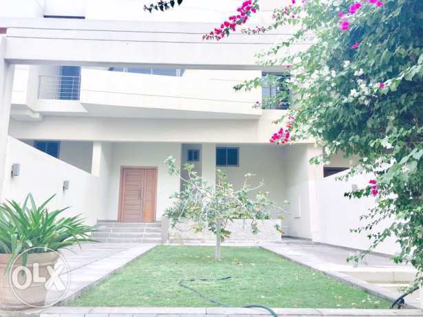 Luxurious 4-BR-Villa for Sale/Rent in Amwaj. Ref: AP-AW-0012 المحرق‎ -  2