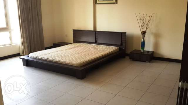 Spacious 2BR Apartment: Pool,Gym,Wifi,Housekeeping: TONY