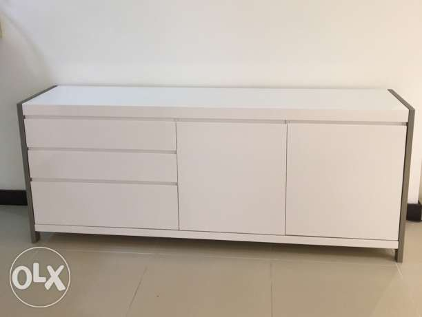 white buffet / console with glossy finish