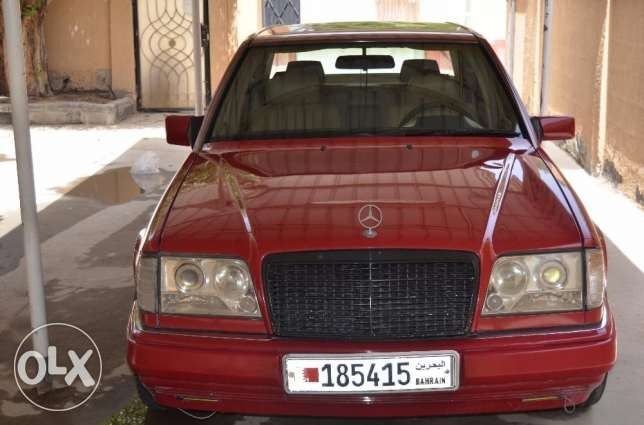 Mercedes E-220 In Rare Condition.