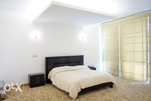 Elegantly furnished 4 BR luxury villa for sale beach side in Durrat الرفاع‎ -  7