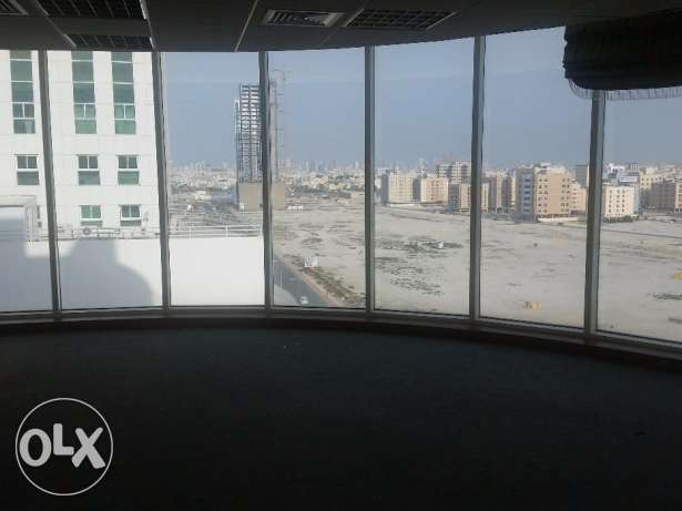 Spacious office available for a medium sized or big company in Sanabis