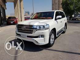 Land cruiser GXR V6 model 2016 only 6,500 km.