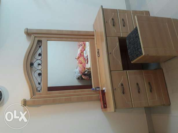 Dressing table with 7 drawers & sitting stool