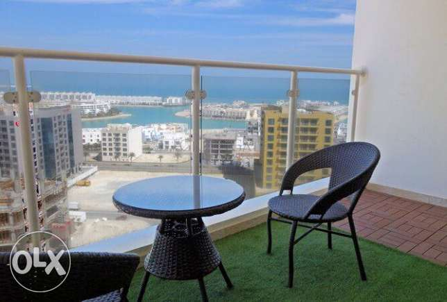 Sea view Bright 2 BR in Amwaj