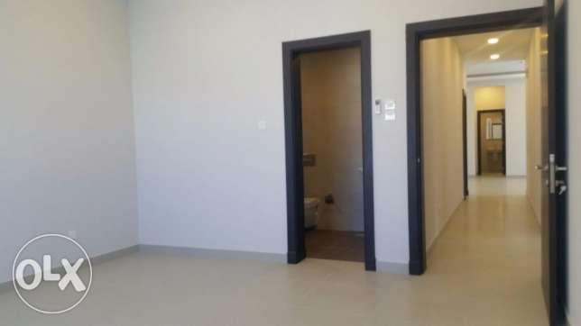Brand new Semi-furnished apartment for SALE in Hidd, Ref: MPL0066 المنامة -  5