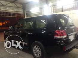 Land cruiser.GXR V.8 in good condition no single scratch full option
