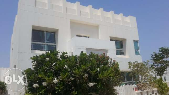 Beautiful 4 BR villa in Janabiya