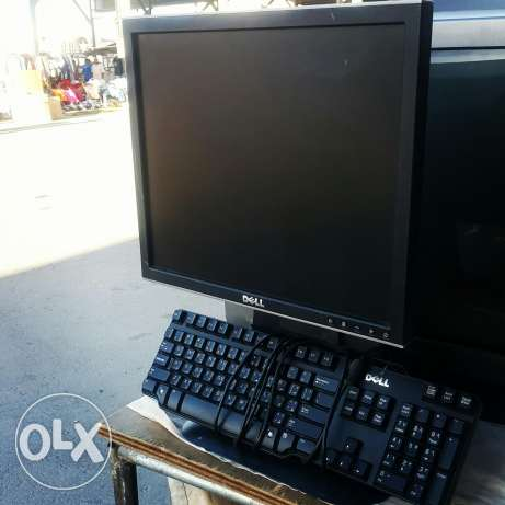 For sale Dell 17 Inc PC monitor with keyboard .. Working very well