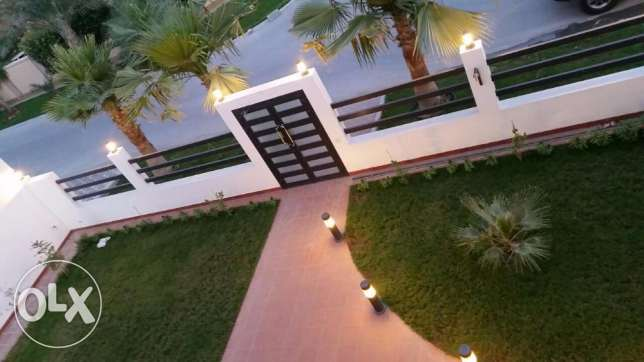 Super Blight BLAND NEW 5 BRs VILLA with Furnutes for SALE in SAAR