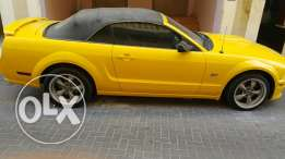 For sale M 2006 ford mustang convertable