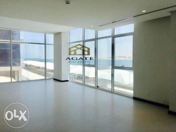 Brand new apartment t in Reef-Island