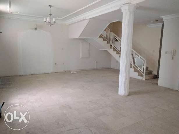 4 Bedroom commercial villa for rent with parking