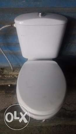 Flush completly new used only 2 weeks working and looking like new