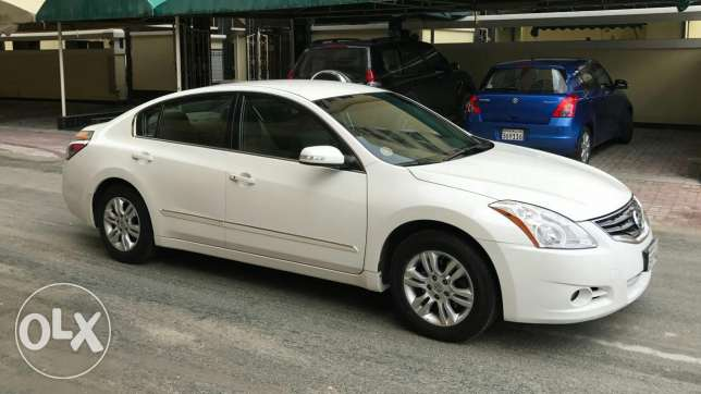 For sale Nissan Altima model 2012