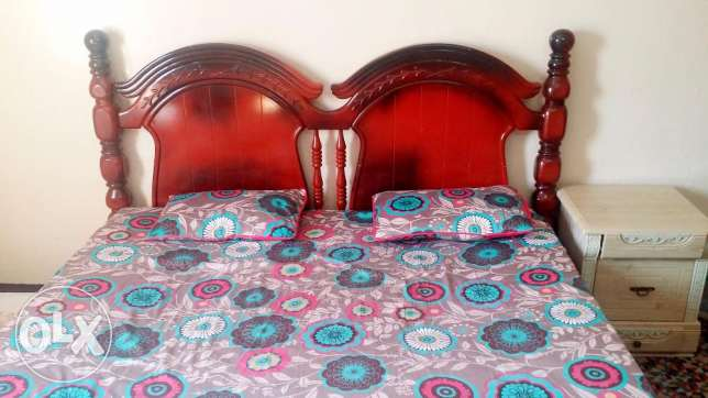 urgent sale king size bed