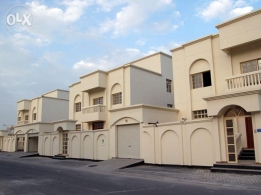 BUSAITEEN-VILLA-4bhk-SEMI FURNISHED-Maid Room-Central AC,Swimming Pool